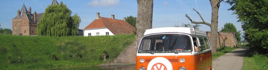 Het Volkswagen busje bij Slot Loevestein